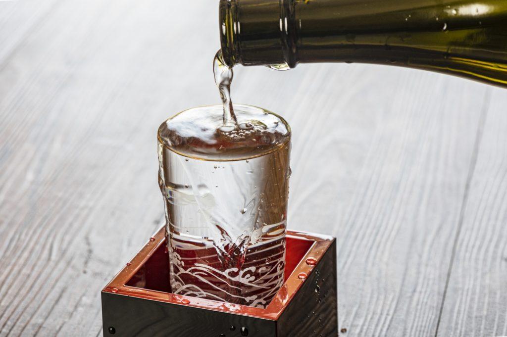 升に注がれる日本酒