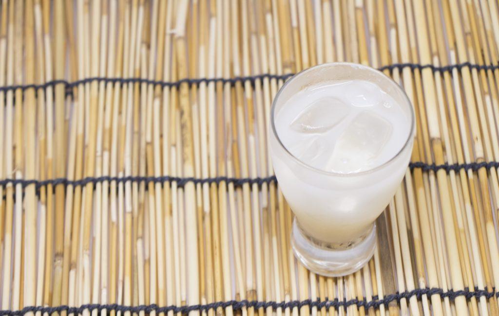 氷を入れた濁り酒