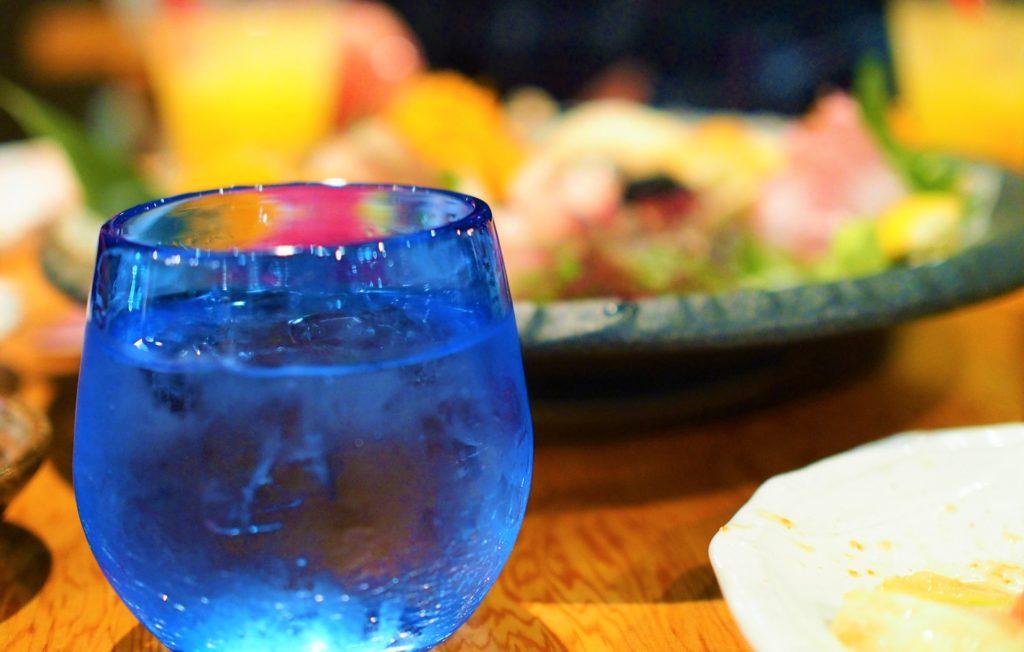 日本酒を氷で冷やす