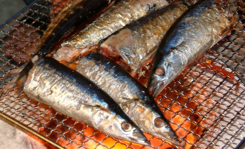 七輪で焼いた秋刀魚