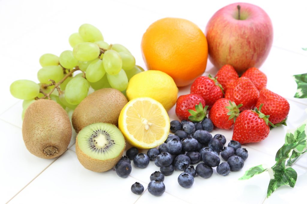 ブルーベリーといちごとレモンとオレンジとキウイとマスカットとりんご
